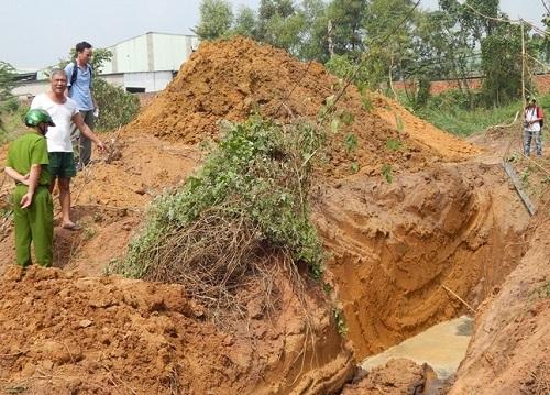 Hàng động đào hố trôn nước thải không thông qua kiểm tra của cơ quan chức năng